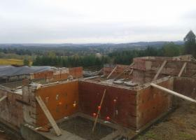 Great picture of high wall foundation.